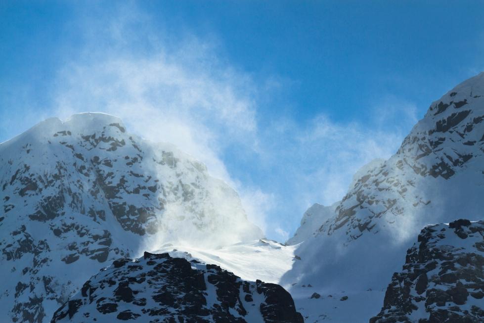 blowing_snow_over_langstrandtindan_mountains2c_austvc3a5gc3b8ya2c_lofoten2c_norway2c_2015_april_280429